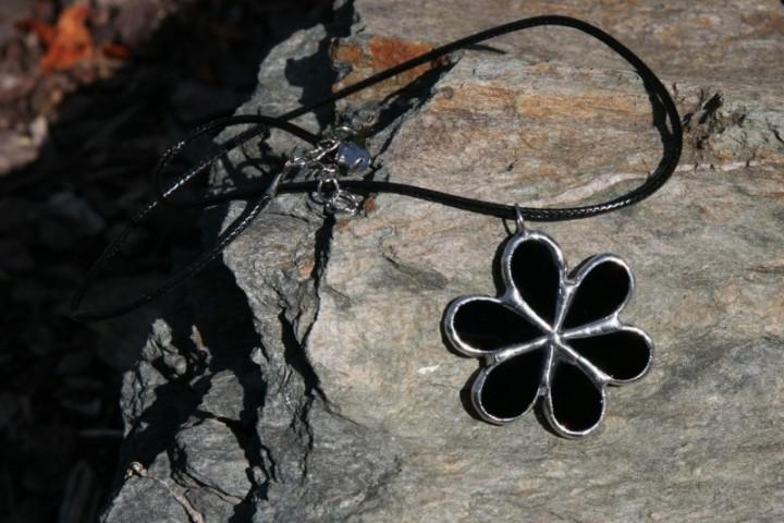 Kytička černá - Tiffany šperky