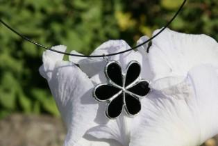 Kytička černá na obruči - Tiffany šperky