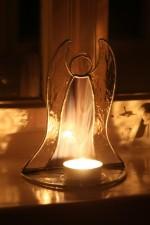 Anděl - svícen na čajovou svíčku kouřový - Tiffany šperky