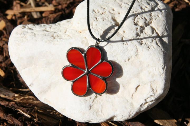 Kytička červená s patinou - Tiffany šperky