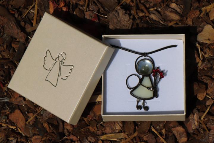 Andílek s červenou kytičkou v dárkové krabičce - Tiffany šperky