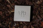 Andílek s růžovou kytičkou v dárkové krabičce - Tiffany šperky