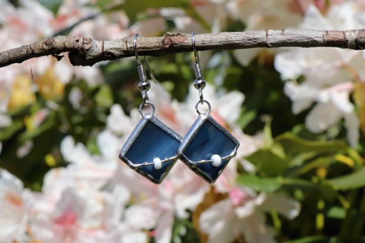 Náušnice barvy moře s korálkem - Tiffany šperky